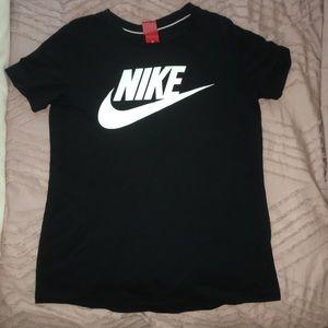 Nike Essential Tshirt